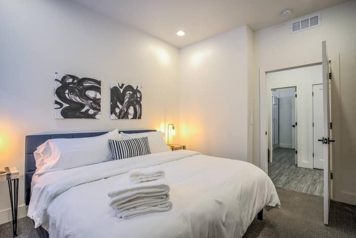 2BD✸Modern Garden Level-Perfect✸Off Downtown Area✸