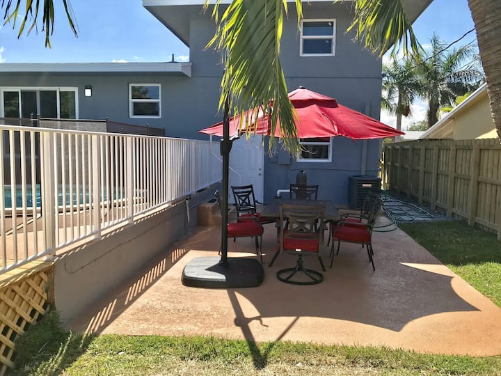 Palm Estate - Spacious 3 bed, 3 bath, 2 story single family home with pool