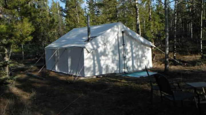Yukon Glamping: gold rush themed luxury wall tent