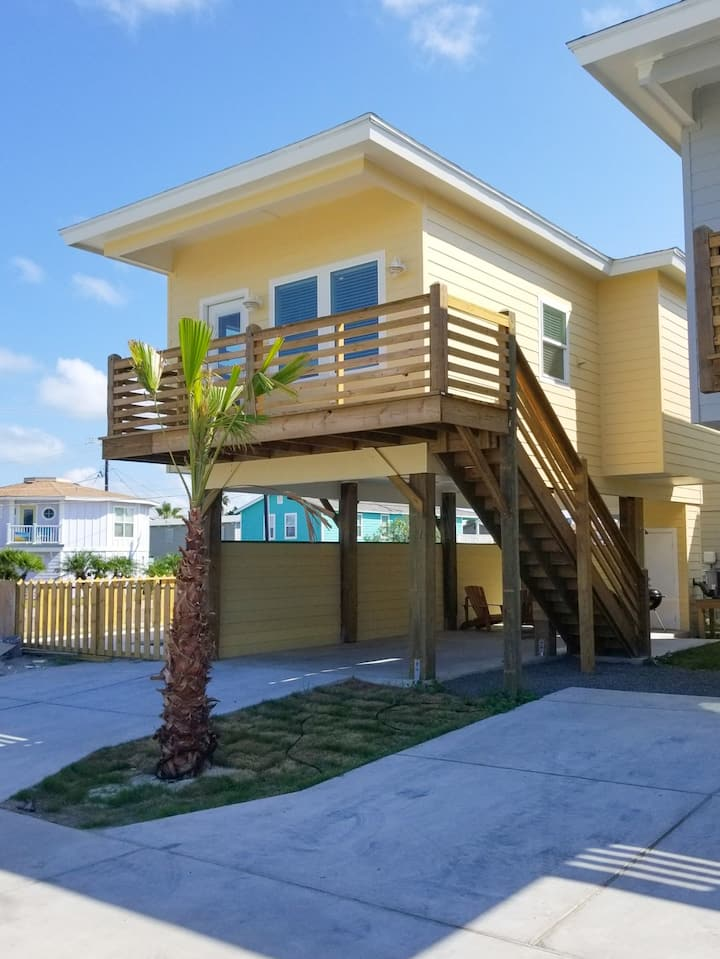 Come Stay at Yellowfin!  New 2 bedroom Bungalow.