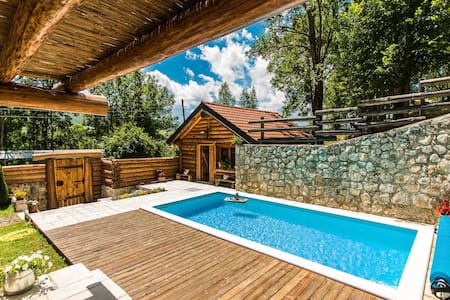 Amazing chalet in the middle of intact nature, private pool, sauna, garden, BBQ