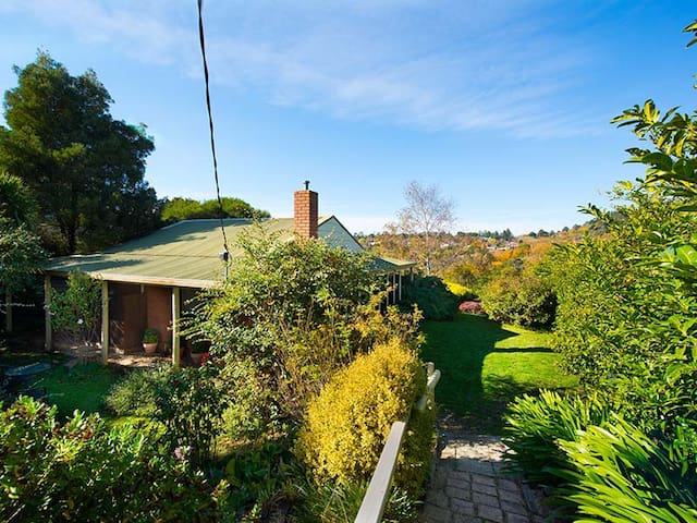 Tara Cottage - pet friendly - Daylesford