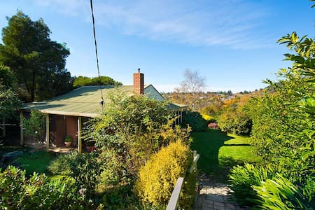 Tara Cottage - pet friendly - Daylesford - Ev