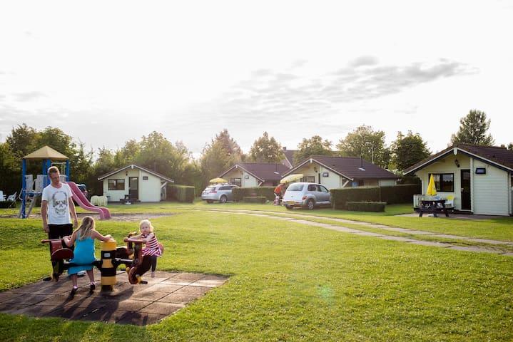 CampingCottage - Wolphaartsdijk - スイス式シャレー