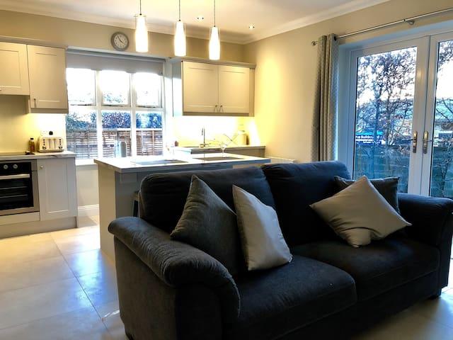Bright spacious suite in beautiful Malahide