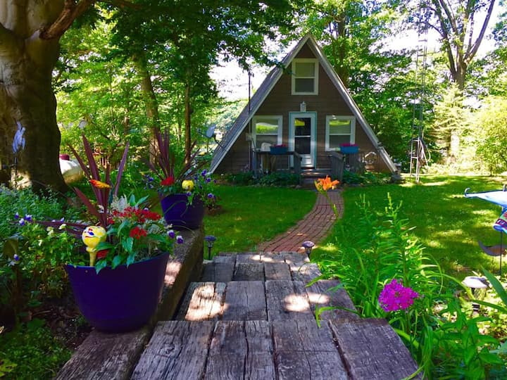 Welcome to the Wren House Chalet on Wikinson lake