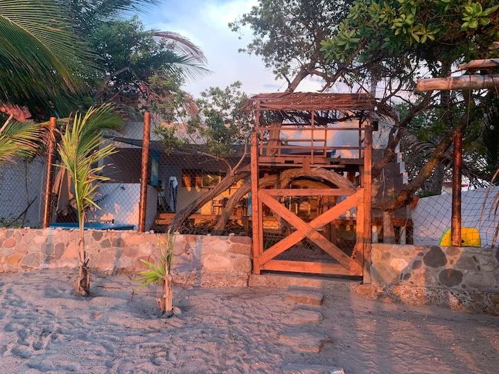 Casa a pie de playa a 59 km de Mazatlán