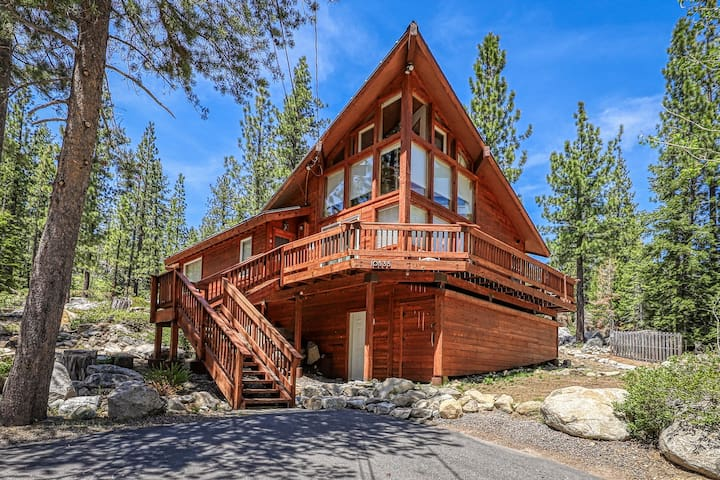 Newly renovated, allergen-free & eco-friendly cabin w/ mountain views