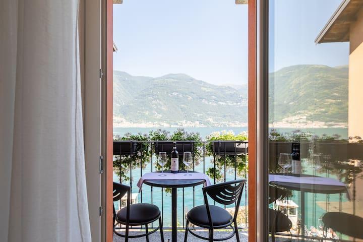 Design Lakefront Luxury Stone-House