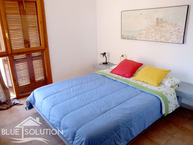 Sunny familiar n beach attached house sea views - Alacant - House