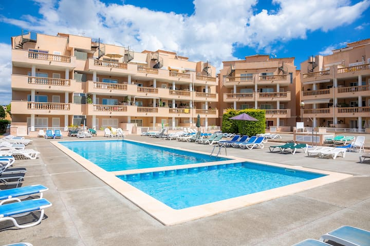 """Beautiful Apartment """"Serendipia Resort"""" with Mountain View, Wi-Fi, Balcony, Terrace & Shared Pool; Street Parking Available"""