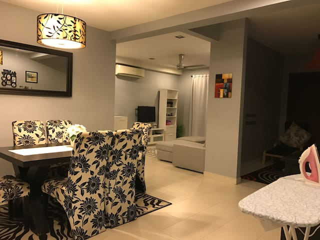 Clean, cosy place within 5mins walk to MRT Station - Petaling Jaya - Apartament
