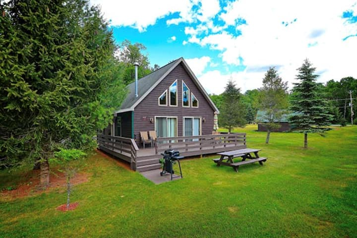 Bear Cub Lodge at Black Bear Lodges on 4th Lake
