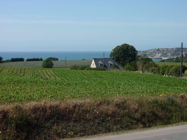 Petite maison bretonne, vue sur mer