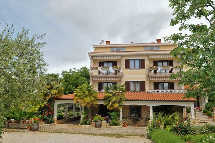 APARTMENTS HOUSE LILLY VABRIGA WITH SEA VIEW / APARTMENT LILLY 4 A2 + 2  VABRIGA WITH SEA VIEW