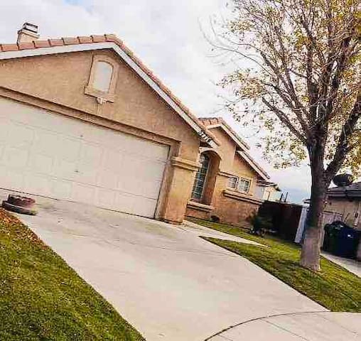 1 bed/1 bath You are welcome to enjoy Palmdale,CA