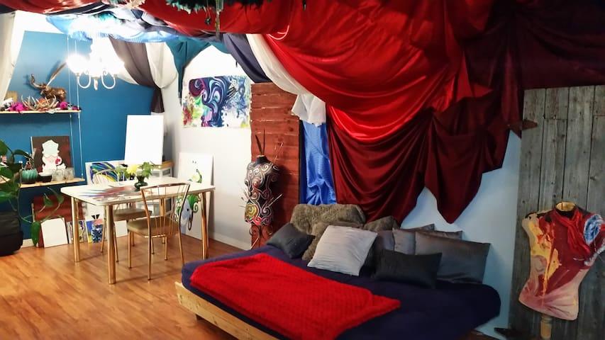 Rainbow House - Cozy and Artistic, minutes to WEM - Edmonton