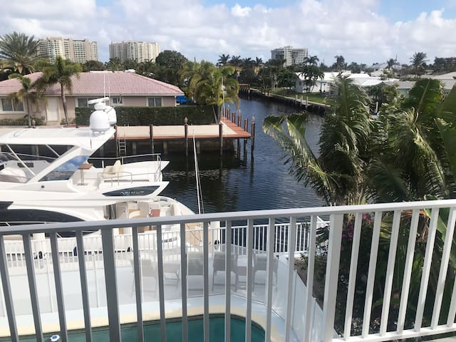 Gorgeous Luxury Boca Studio Apartment On the Water
