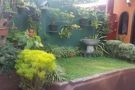 Bri's Nook Homestay - between Airport and Colombo