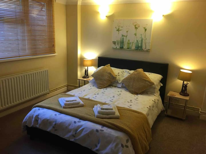 The Annexe Room with private en suite and entrance