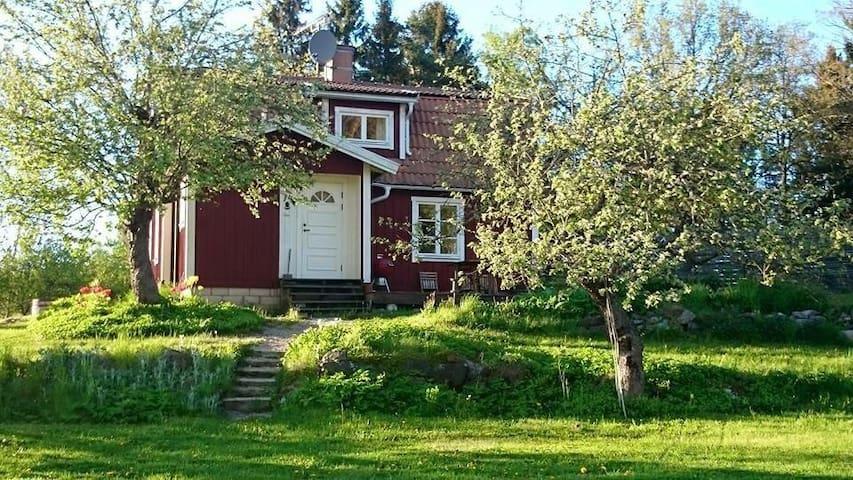 Homey countryside cottage - Norrtälje - Kulübe