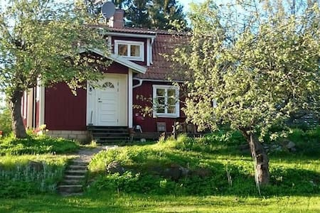 Homey countryside cottage - Norrtälje - Kisház