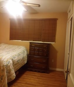 Cozy, serene BR in the heart of Silver Spring - Silver Spring