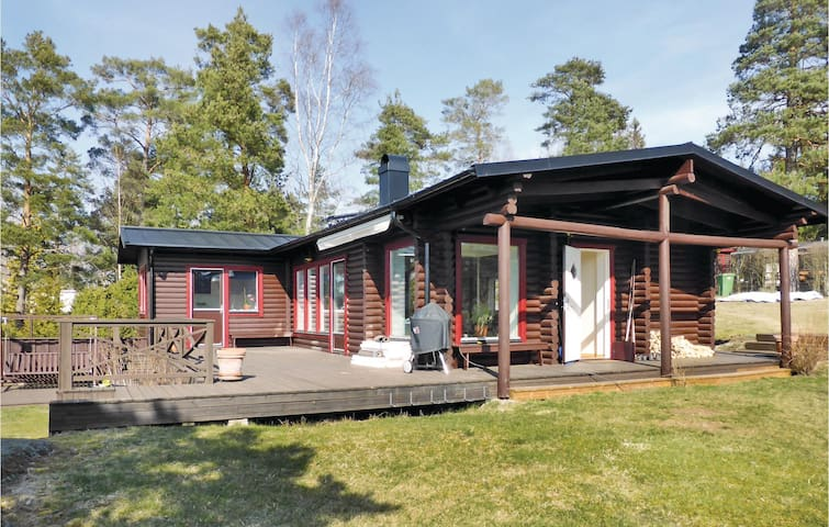 Holiday cottage with 3 bedrooms on 80m² in Grödinge
