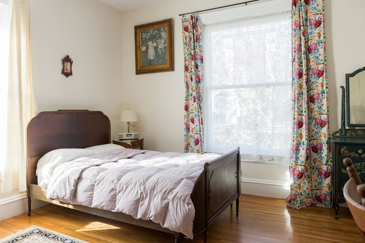Large Private room in Savin Hill