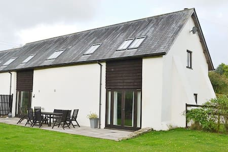 Beautifully converted 400-year-old threshing barn. Pet-friendly. - Feniton