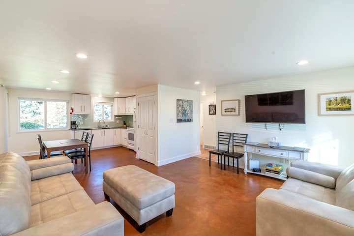 Fully remodeled! Close to Skiing, 10 min to Denver