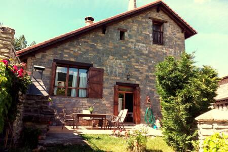 Casa rural con chimenea y barbacoa - Villanovilla