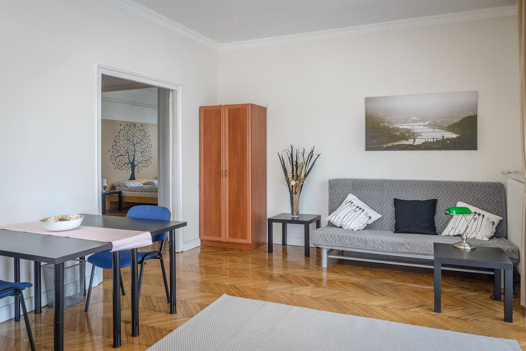 Lockable bedroom with 2 double beds and direct Heroes Square View