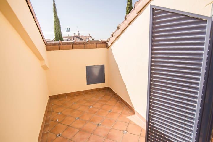ESTUDIO 604 - Buardilla con terraza - 2 ocupantes