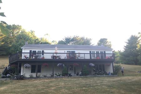 Casa de P - Large 3200 sq ft house close to Ithaca