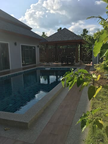 Amazing Villa with Pool in Chalong - Chalong - Villa