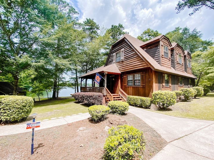 Large Waterfront Home on Lake Martin-Pet Friendly