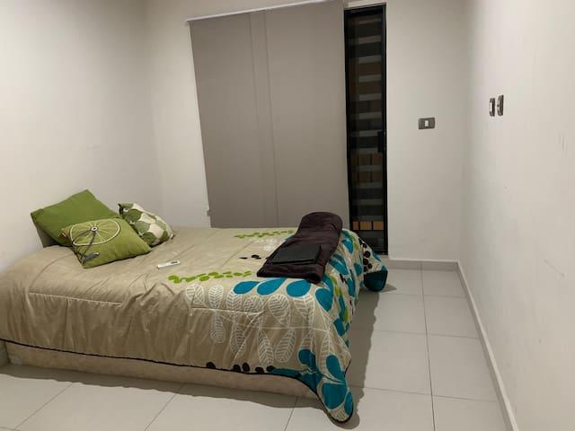 Habitación con balcón / GYM / Piscina