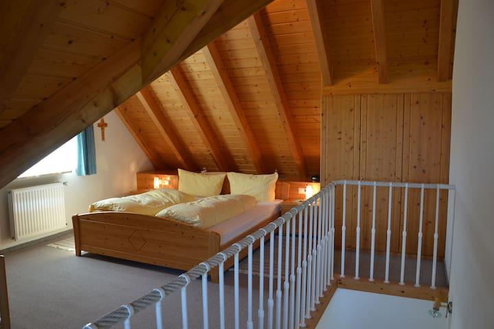 Landgasthof Pauli-Wirt, (Titisee-Neustadt), Berghofblick, 50qm, Balkon, 1 Schlafzimmer, 2 Personen