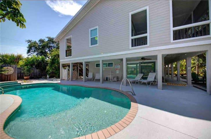 Solitude Suite on Siesta Key - Waterfront Resort!