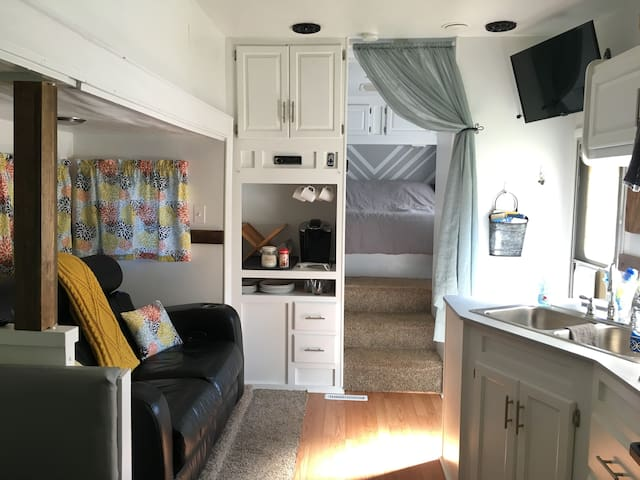 "★""Tiny House"" Style Remodeled RV★ Cozy Camping!!!"