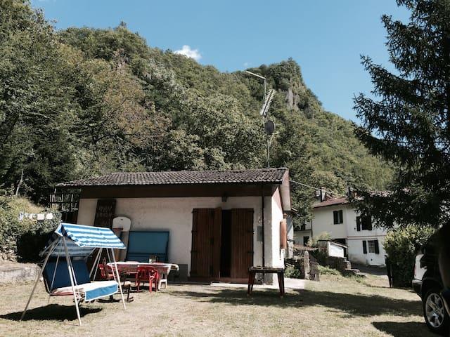 LA CASA NEL BOSCO - Villa D'aiano - Chalet