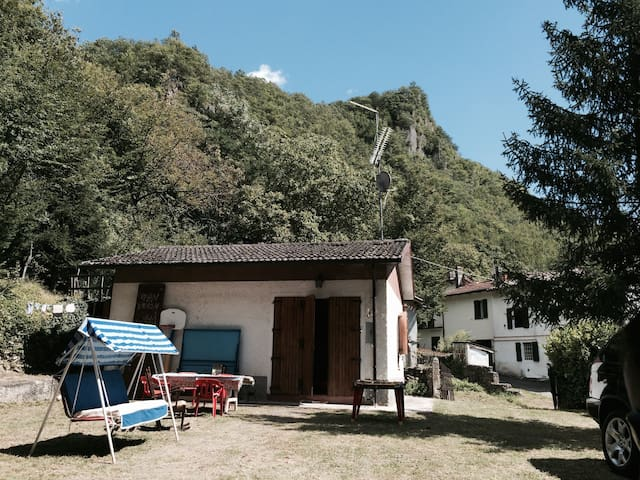 LA CASA NEL BOSCO - Villa D'aiano - กระท่อมบนภูเขา