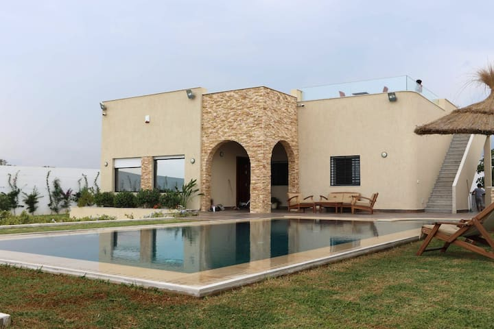 New seaside villa with pool (DAR BHAR DAROUFA)