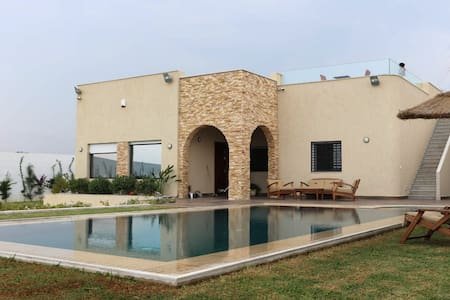 Seaside villa with pool (DAR BHAR DAROUFA)