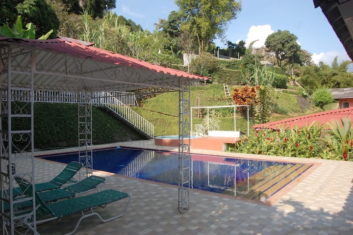 Beautiful rural house with pool and jacuzzi!!!