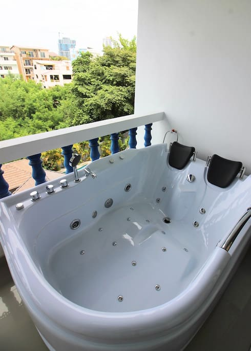 Jacuzzi on the balcony with sea view