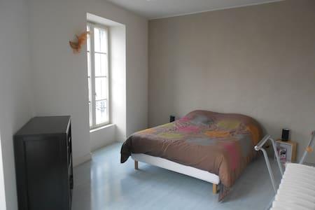 Chambres dans maison de ville - Château-Gontier - Hus