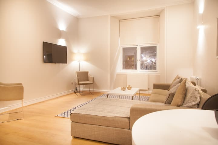 PREMIER SUITES PLUS GLASGOW -  Two Bedroom Suite