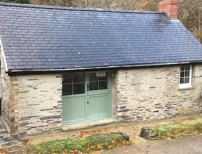 Troedyrhiw Cottage Rural character holiday cottage - Cwm-Morgan